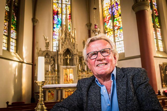 Pastoraal werker Harry Bloo (66), hier in de rooms-katholieke kerk in Heeten, is  na veertig jaar met emeritaat  gegaan.