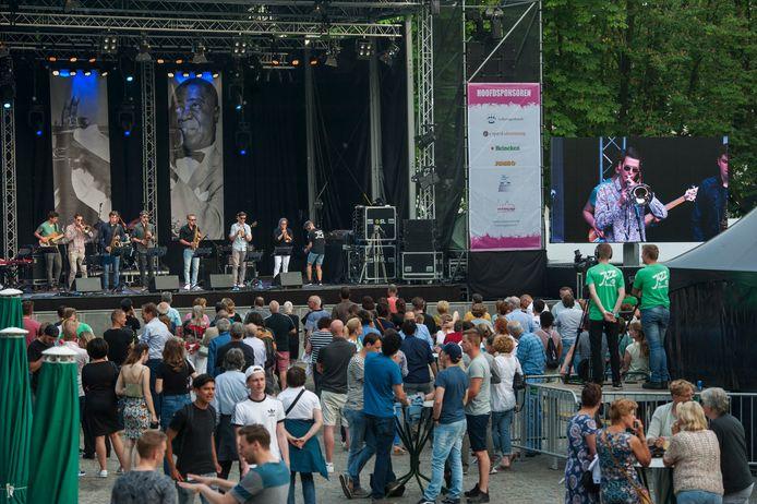 Den Bosch. Optreden van de Band Jazz Academyop de Parade in 's-Hertogenbosch