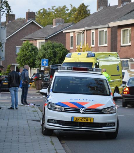 Aangereden voetganger met hoofdwond naar ziekenhuis