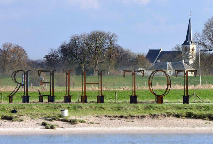 Analoog aan het kunstwerk Tot Hier willen Rijswijkenaren niet dat hun dorp nog verder krimpt.