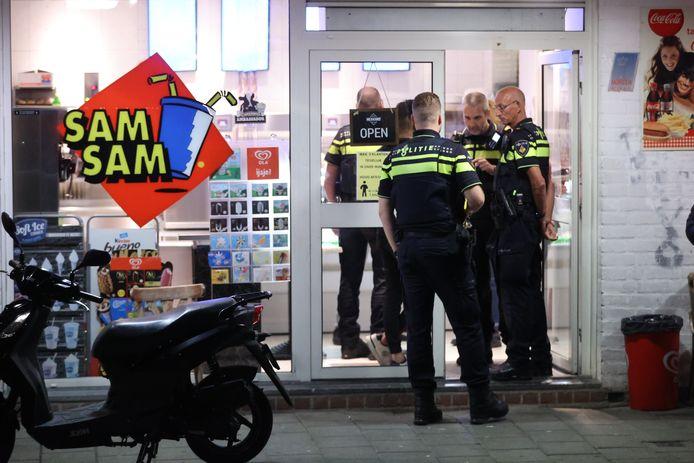 Politie bij snackbar Sam Sam.