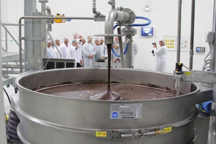 Een blik in de chocoladefabriek van Barry Callebaut. Het bedrijf werd opgericht via een fusie tussen de Belgische onderneming Callebaut en het Franse Cacao Barry.