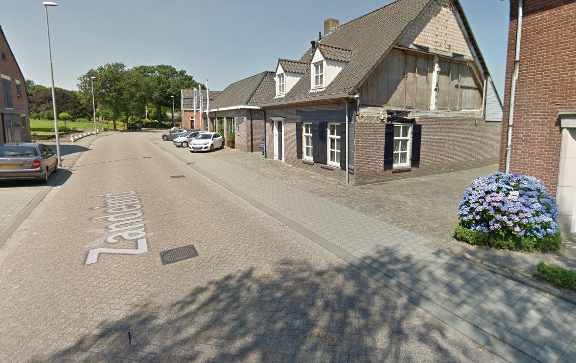 Zelfs op Google Maps is het beschadigde pand aan het Zandeind te zien.