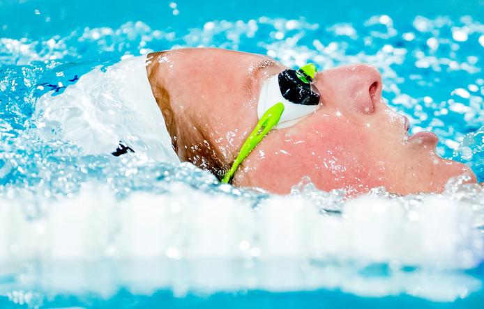 Kira Toussaint mag weer zwemmen en doet vanaf morgen mee aan de Swim Cup in Den Haag.
