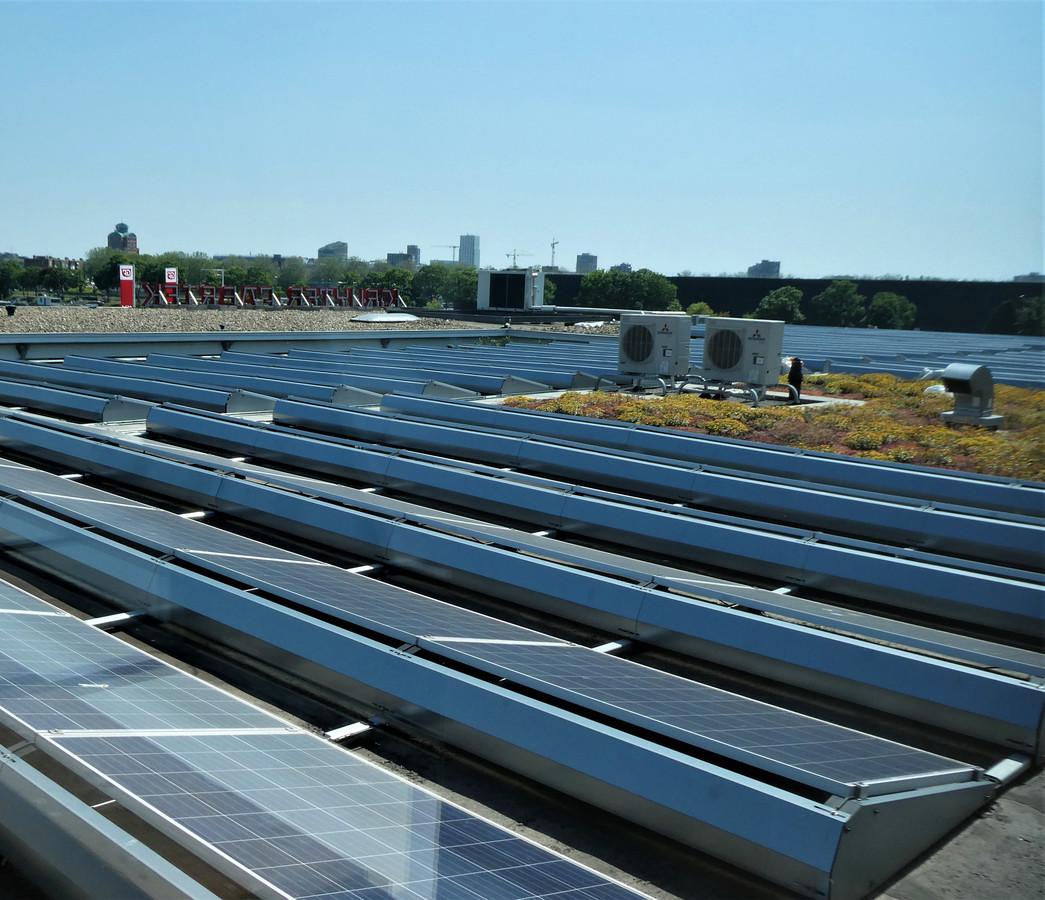 Grootschalig panelen op het dak. Gestel wil ondernemers helpen dat te gaan doen.