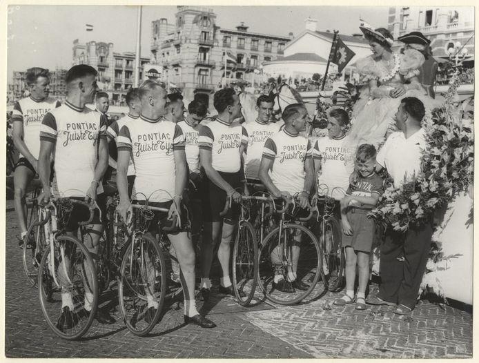In 1954 deed de Tour Scheveningen ook aan.  De start was dat jaar in Amsterdam.
