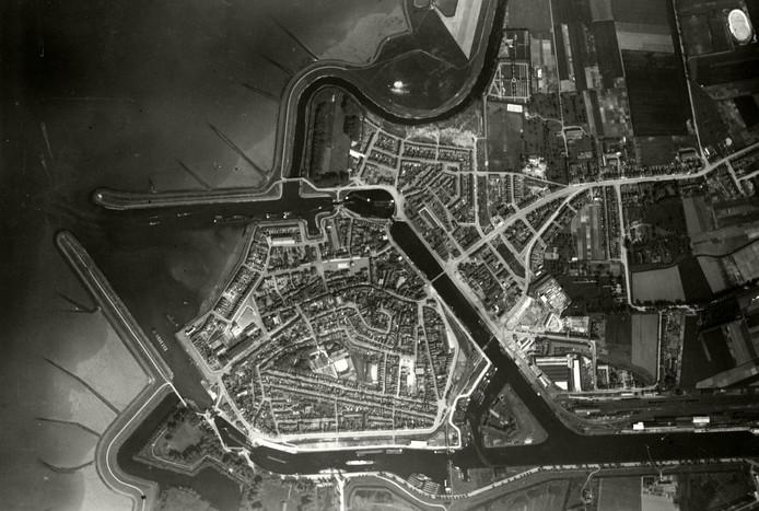Luchtfoto van Terneuzen van voor de Tweede Wereldoorlog.