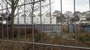 De vroegere sportzaal de Merel in Rockanje kan nog niet worden gesloopt omdat er vleermuizen zitten.