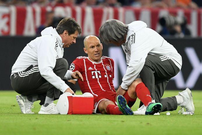 Arjen Robben zoals we hem helaas ook vaak zagen: geblesseerd. Het leverde hem de bijnaam 'Man van Glas' op.
