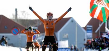 Inge van der Heijden uit Schaijk pakt wereldtitel veldrijden bij beloften, podium volledig oranje
