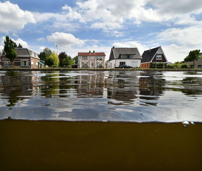 Huizen aan het kanaal in Daarlerveen