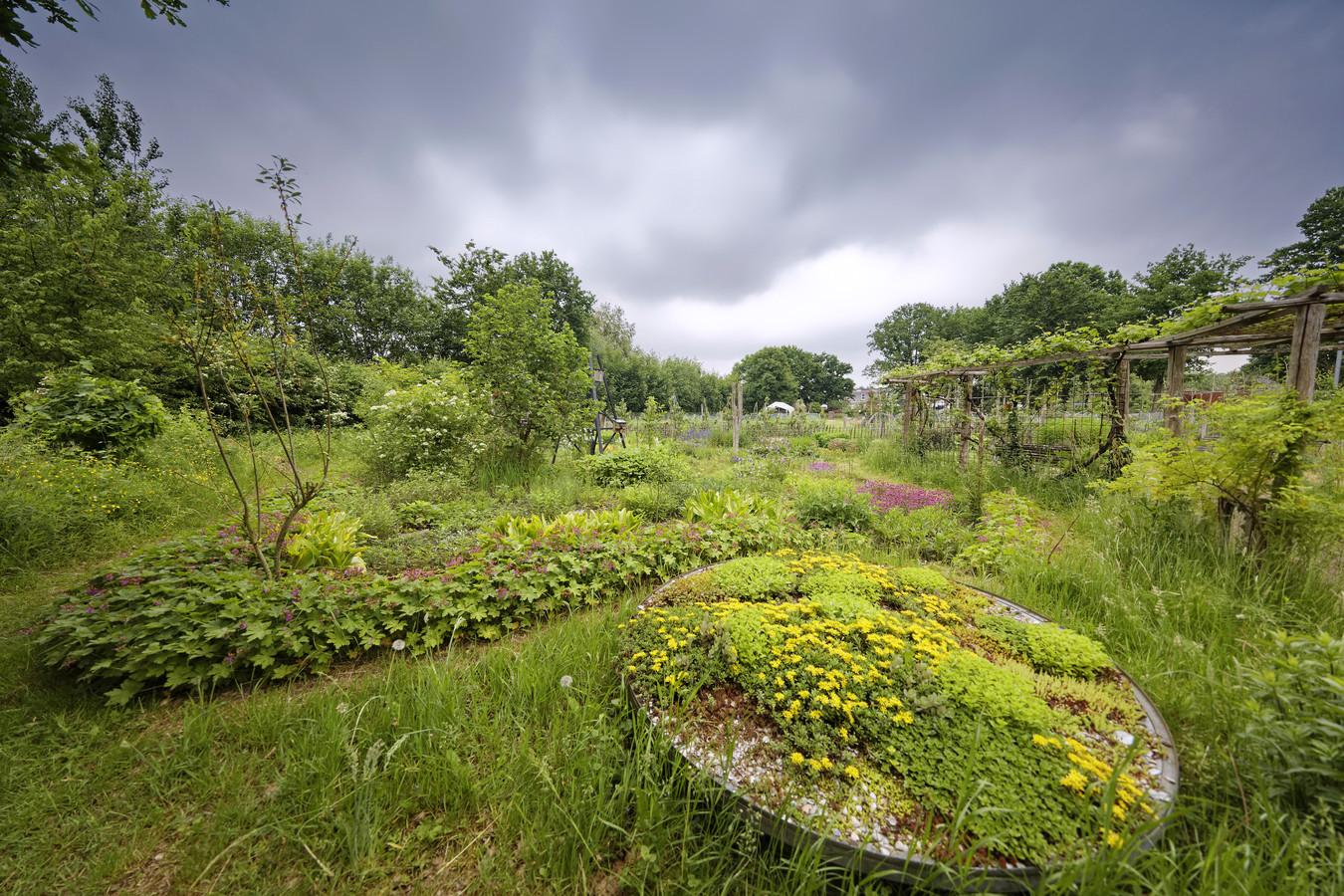 In 2011 bepaalde de toenmalige gemeenteraad van Boxtel dat het beheer van het voormalige milieucentrum De Kleine Aarde, destijds net terug in gemeentelijke handen, financieel zou worden geregeld via het Legaat van Cooth.