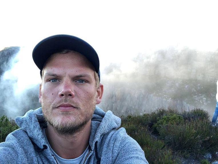 Een selfie van dj Tim Bergling, alias Avicii, op de Tafelberg bij Kaapstad in januari 2018, drie maanden voor zijn overlijden. Beeld Avicii