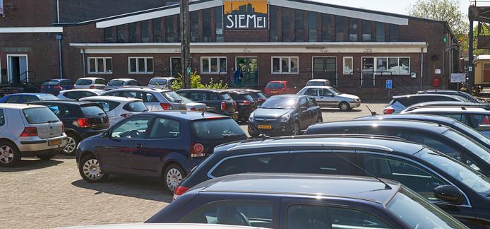 Parkeerdrukte op de Noordkade in Veghel.