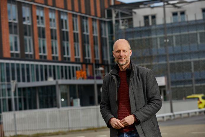 PvdA Zutphen-fractievoorzitter Jasper Bloem. Samen met zijn partijbestuurder Tamim Mehdi is hij een online petitie gestart om een volwaardig ziekenhuis in Zutphen te behouden.