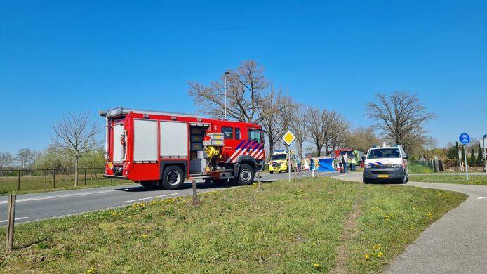 Op de Enschedesestraat in Haaksbergen zijn een auto en een fietser dinsdagmiddag met elkaar in botsing geraakt. De traumahelikopter werd ingezet, omdat een persoon zwaargewond raakte bij die botsing.