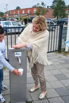 Minister Cora van Nieuwenhuizen trapt landelijke kraanwaterdag af op Schiedamse basisschool
