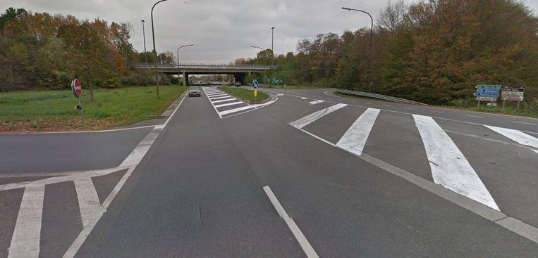 De afrit van de E42 waar het ongeval zich afspeelde.