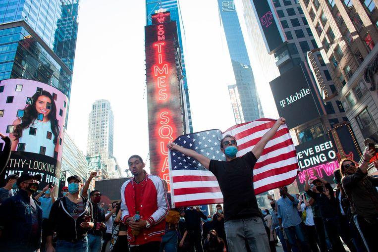In veel Amerikaanse steden gingen zaterdag mensen massaal de straat op om de verkiezingsoverwinning van Joe Biden te vieren.  Beeld AFP