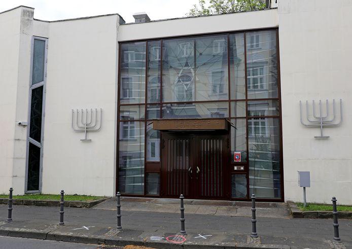 De synagoge in Bonn waar dinsdagavond Israëlische vlaggen werden verbrand.