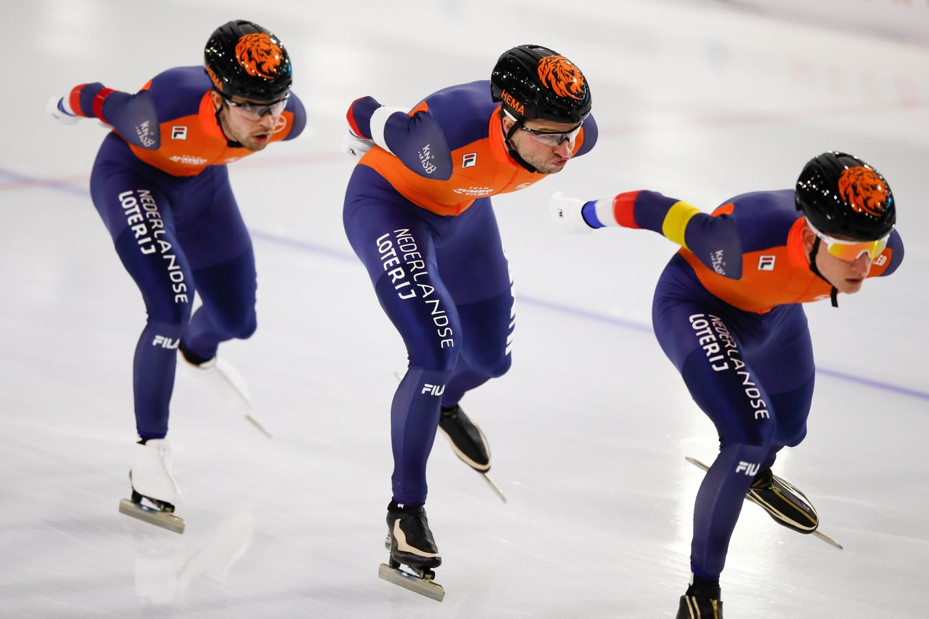 Vlnr: Chris Huizinga, Sven Kramer en Beau Snellink.