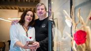 Ludo Van Campenhout steunt lokale handelaars met 'roos-handjes'