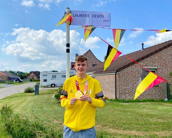 Gouden paralympiër Laurens Devos kreeg dinsdagmiddag een warm onthaal bij zijn thuiskomst uit Oostmalle