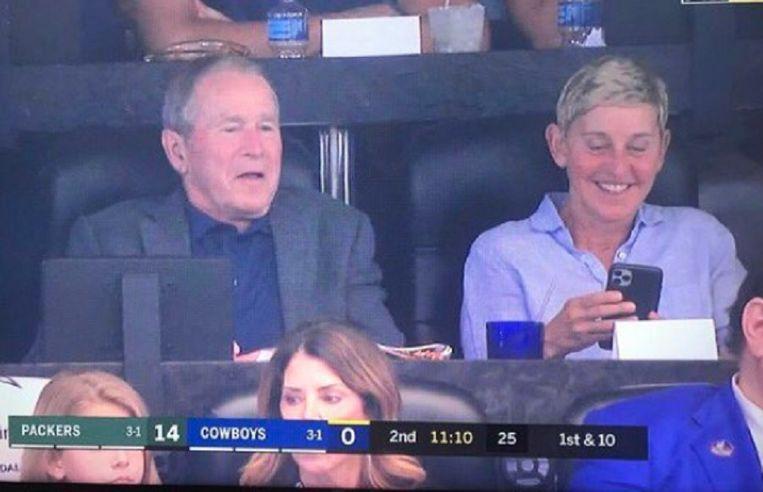 De bewuste foto van Ellen Degeneres en George Bush op Twitter.