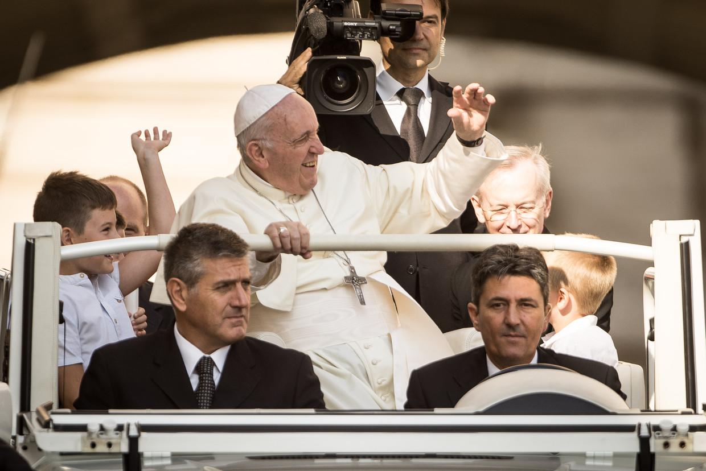 Paus Franciscus woensdag terug in het Vaticaan. Hij zei dat zijn bezoek aan Ierland 'treurig genoeg werd overschaduwd door  de erkenning van het leed veroorzaakt door het misbruik van minderjarigen en jongeren door sommige leden van de kerk'.