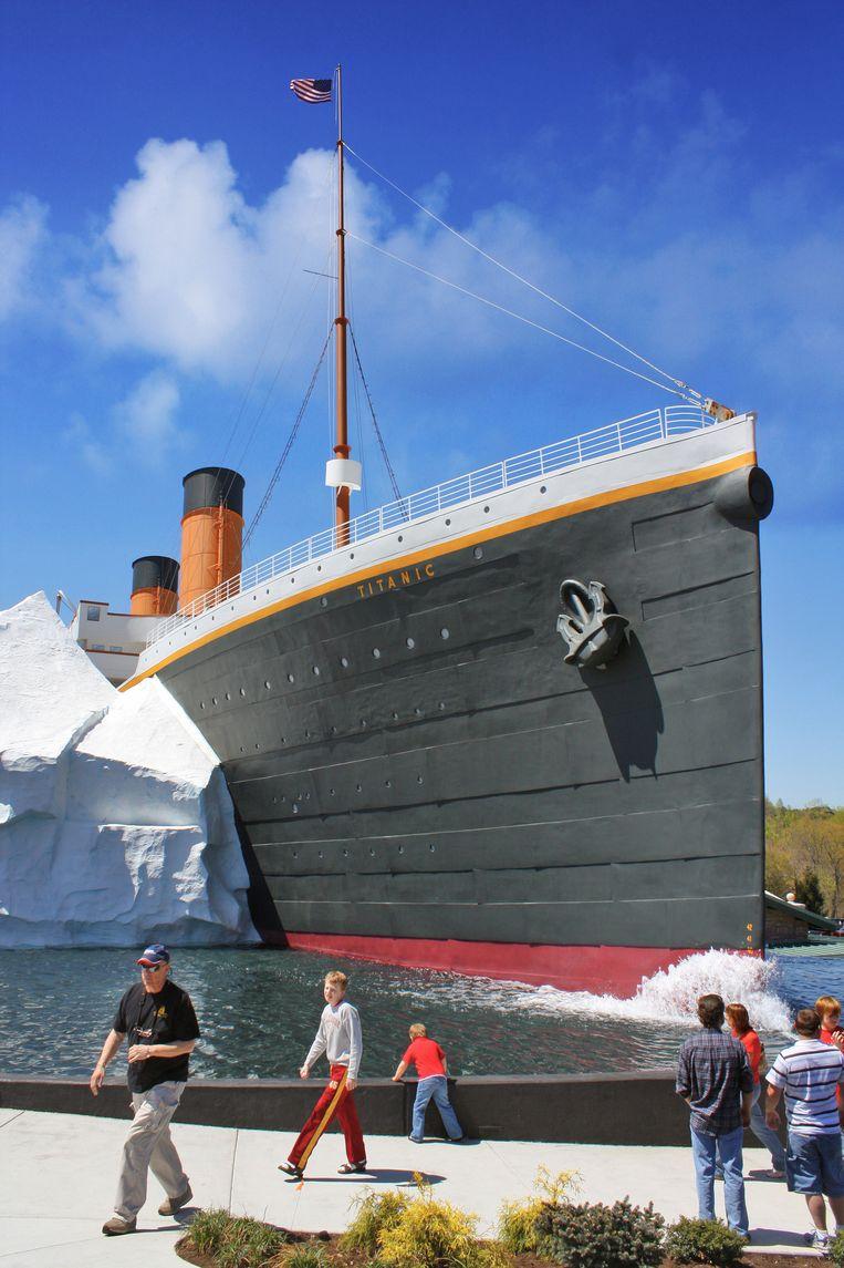 Het exterieur van het museum in Pigeon Forge, Tennessee. Het schip is een replica van de RMS Titanic, maar half zo groot. Het museum in het schip telt twee verdiepingen. Beeld Titanic Pigeon forge