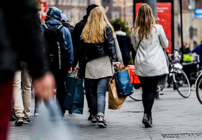 Dwangmatige shoppers moeten vooral niet alleen op winkelsafari.