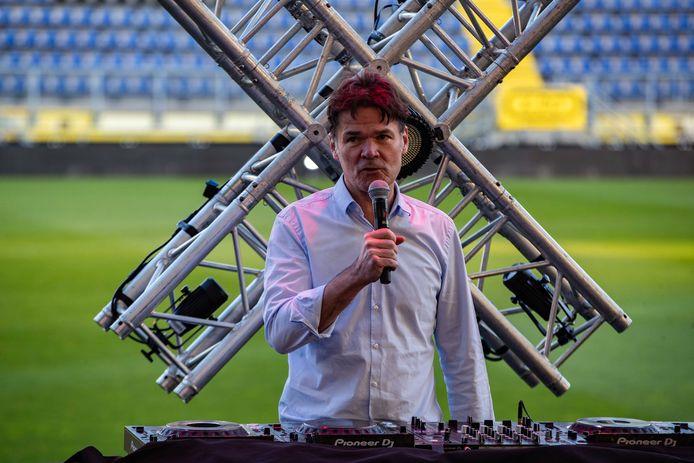 Burgemeester Paul Depla in een leeg Rat Verlegh Stadion, zaterdag bij de tweede editie van het evenement Thuisgaan.