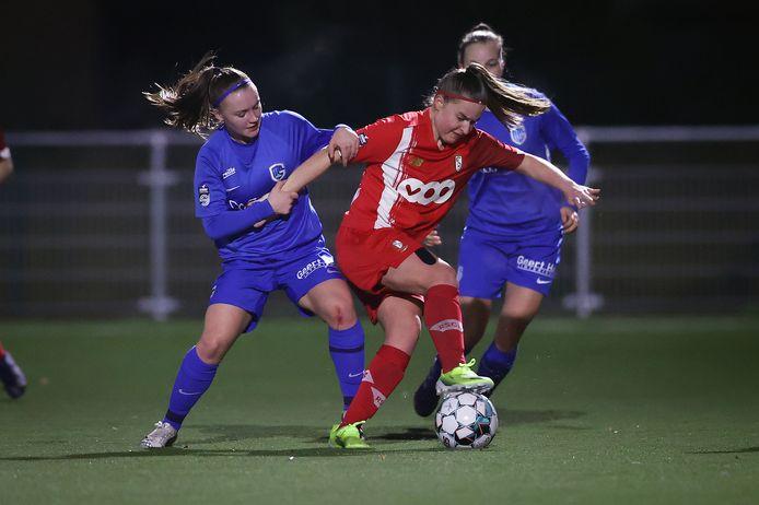 Davina Vanmechelen in duel met Fleur Pauwels.
