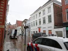 Politie doet sporenonderzoek en zoekt getuigen na brand en explosies in Gorcums appartement