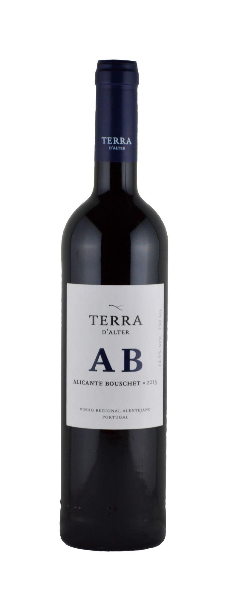 Bij Iberische wijnen lijken alle makers naar hetzelfde te streven: zwarte concentratie ingepakt in eikenhout. Maar dit is anders. De Terra d'Alter geurt naar eucalyptus en zwarte bessen, is verheugend fris en diep fruitig in de mond. En dat van een druif die op zijn thuisbasis Zuid-Frankrijk rap aan het verdwijnen is. Onze aanrader van deze proeverij!  Terra d'Alter, Alicante Bouschet 2016, Alentejo Te koop bij wijnhandels, (adressen via info@flordelvino.nl), Adviesprijs € 9,95 Beeld