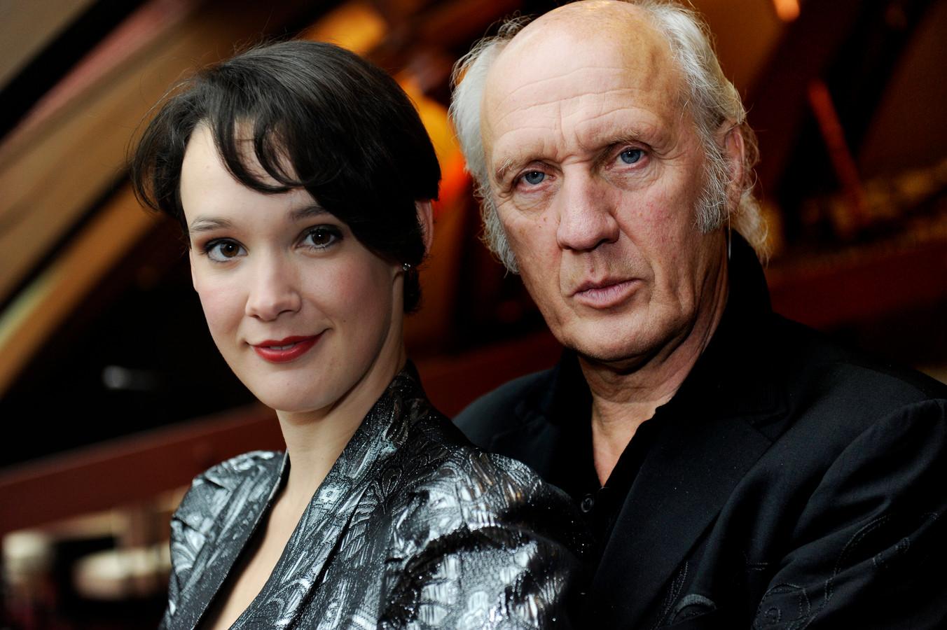 Eén affaire biechtte hij op aan zijn vrouw. Dertien jaar geleden hield Claes er een romance op na met Anne Van Veen, dochter van Herman Van Veen (rechts).