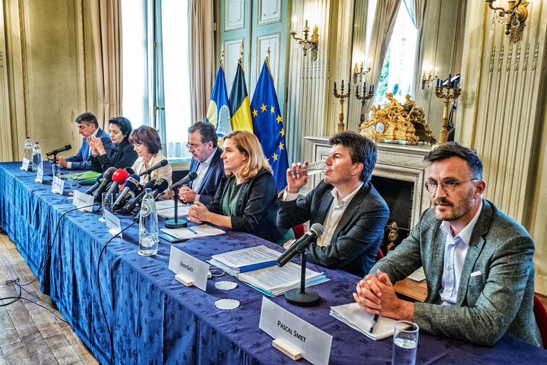 De persvoorstelling van de Brusselse regering. Beeld Tim Dirven