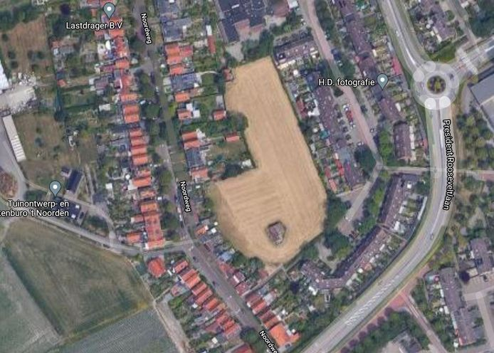 Een groep particulieren wil zeven huizen bouwen op een braakliggend stuk grond tussen de Noordweg en de Willem Arondeusstraat in Middelburg. De kavel valt onder het beschermd stadsgezicht, omdat de Noordweg bestaat uit lintbebouwing met daarachter vrije ruimte.