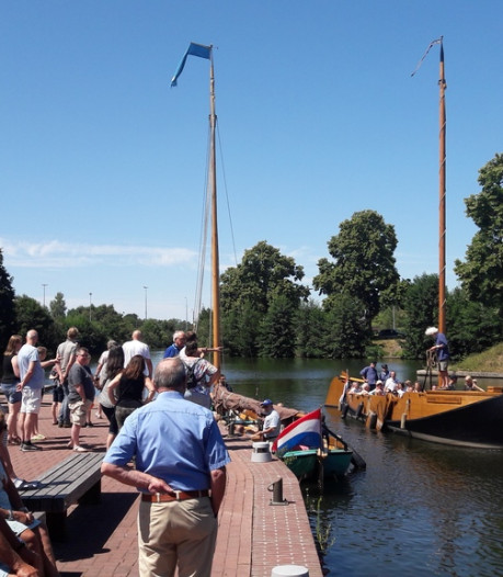 Smerig? Waterpoloërs spelen potje in water van haven in Almelo
