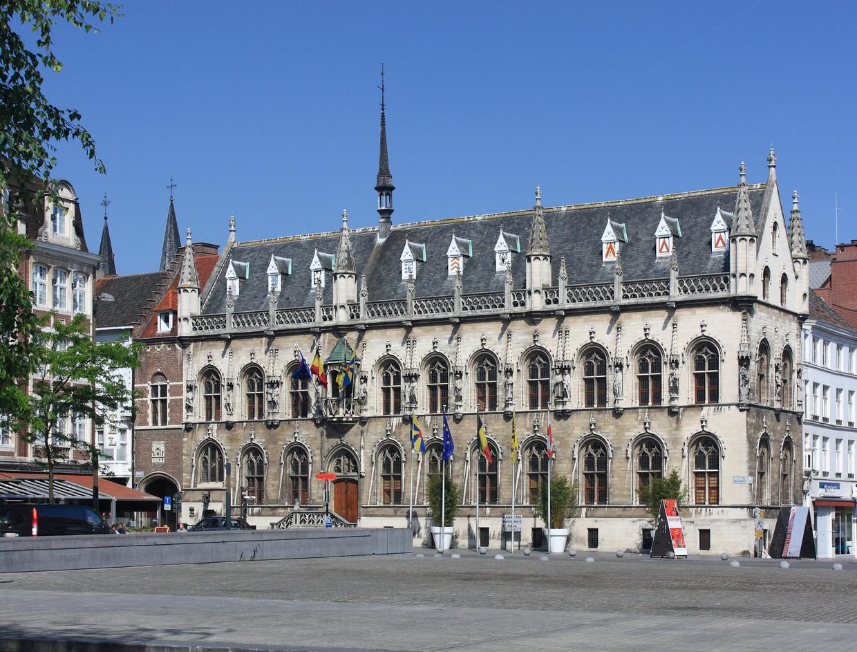 Het drama speelde zich af op de Grote Markt in Kortrijk. Beeld imagebroker.net