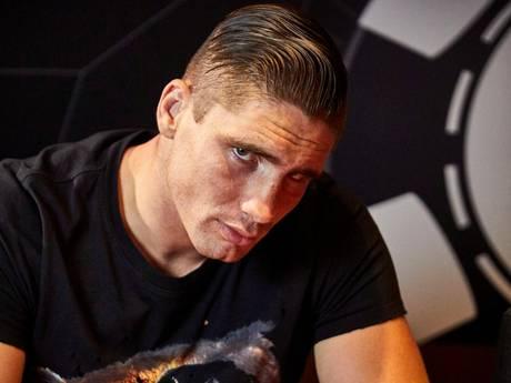 Kickbokser Rico Verhoeven beproeft geluk in pokerarena