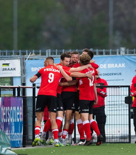 Hoe één minuut het hele seizoen van Helmond Sport en FC Eindhoven samenvat: tragiek versus zalig geluk