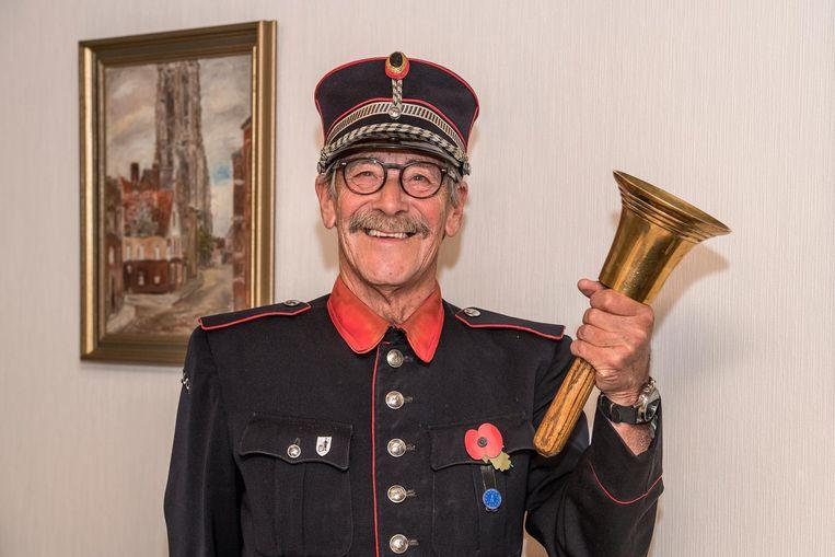 Donald Debel roept op 11 november op tot wereldvrede. Hij draagt een tekst voor die hij kreeg van Buckingham Palace.