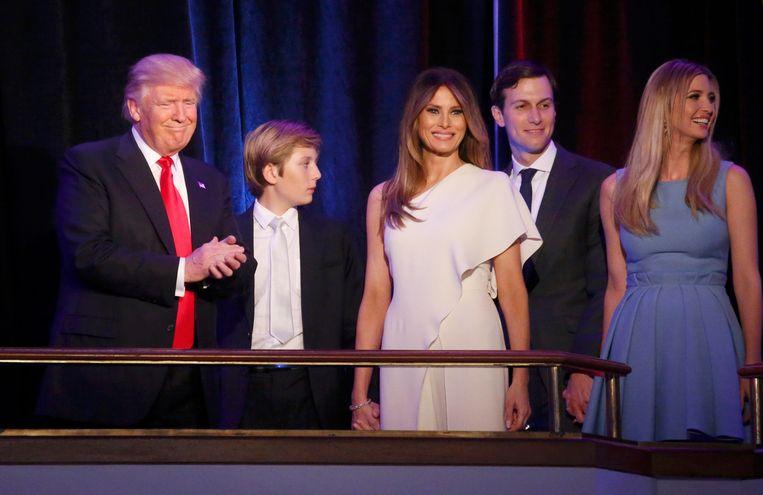 Zit het in de familie? Donald Trump met zoon Barron, echtgenote Melania, schoonzoon Jared Kushner en dochter Ivanka Trump.