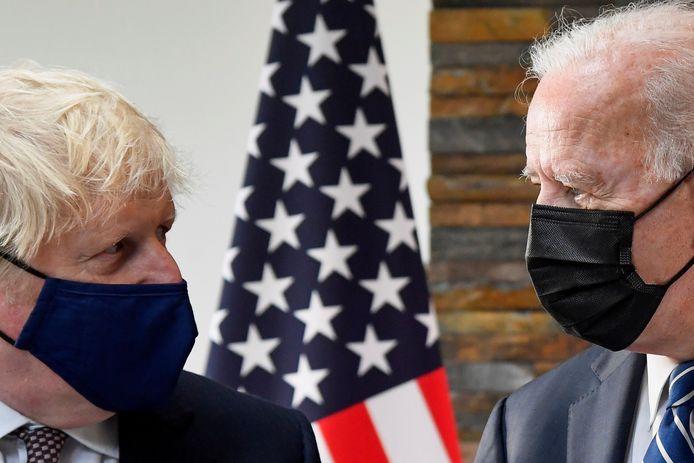 De Britse premier Boris Johnson (L) en de Amerikaanse president Joe Biden (R).