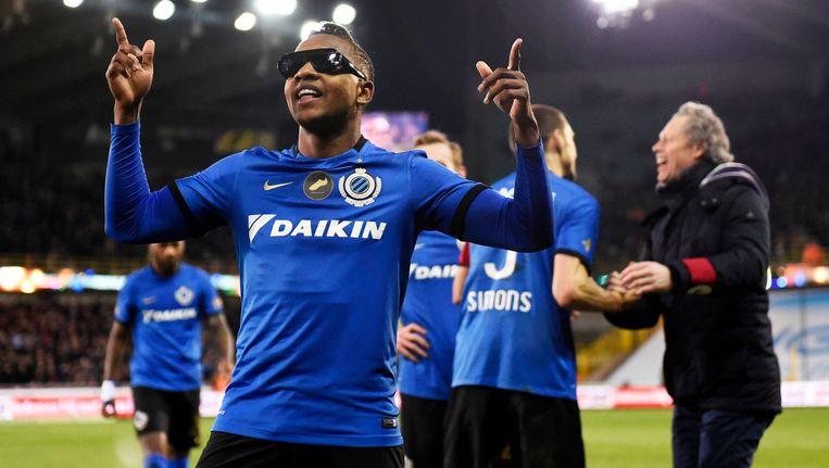 """""""José es un poco loco"""" en dat illustreerde de prettig gestoorde Izquierdo door na de 3-0 van zijn voet een zonnebril op te zetten."""
