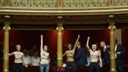 Topless protest tegen Franse prostitutiewet