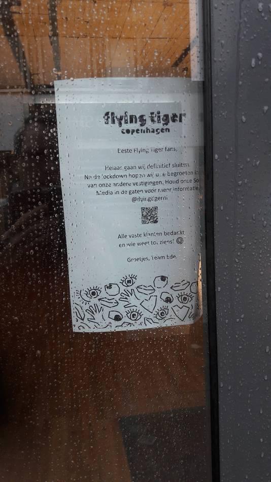 Briefje op de deur bij de winkel van Flying Tiger in Ede.