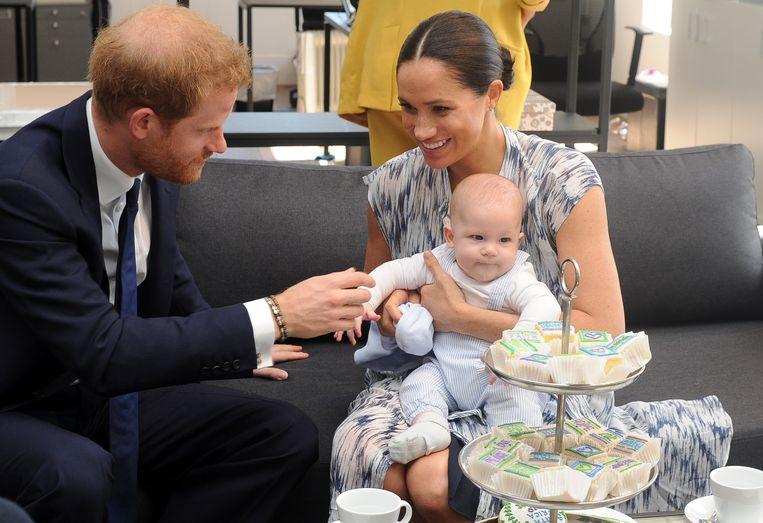 Baby Archie stal meteen de show met zijn betaalbare H&M-outfit.