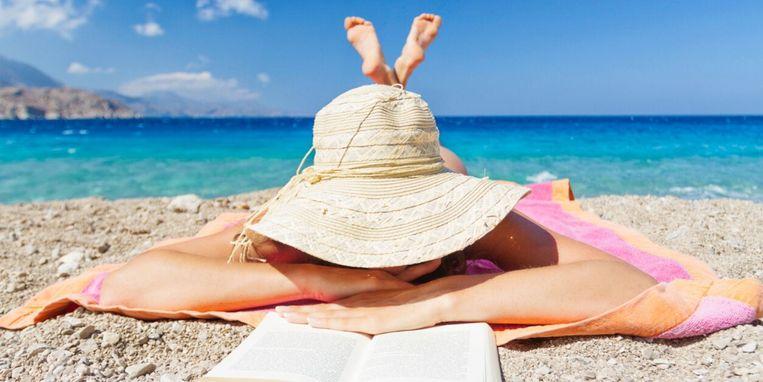 ideaal-dankzij-dit-strandbedje-kun-je-op-je-buik-liggen-en-lezen.jpg
